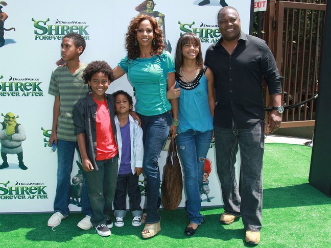 Holly Robsinson Peete green top, jeans, wedge sandals, Shrek Premiere