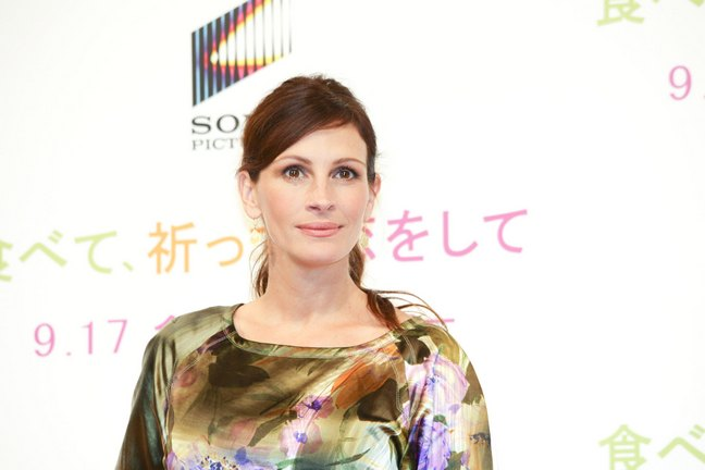 Julia Roberts, Dries van Noten dress, green pumps