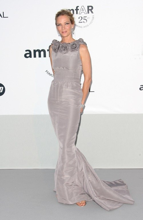 Uma Thurman gray dress, gray gown, silver gown