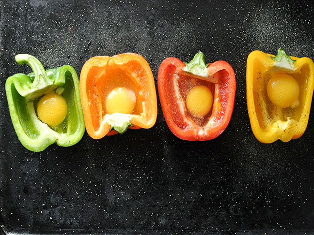 baked-eggs-in-bell-pepper-cups-recipe-02