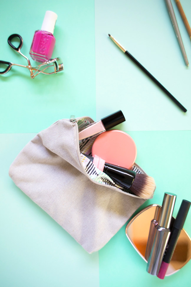 makeup-bag-makeup-scattered