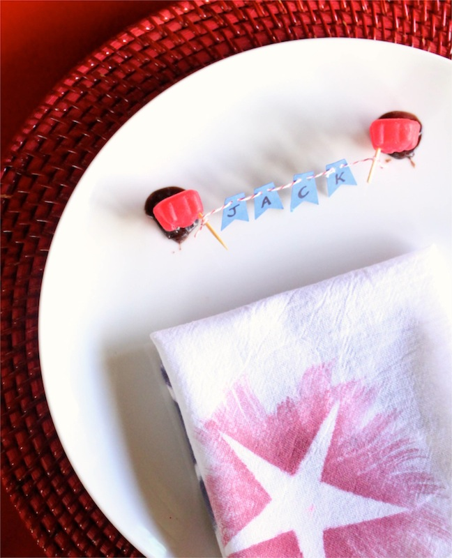 cinnamon-bear-red-blue-banner-chocolate-napkin-place-setting