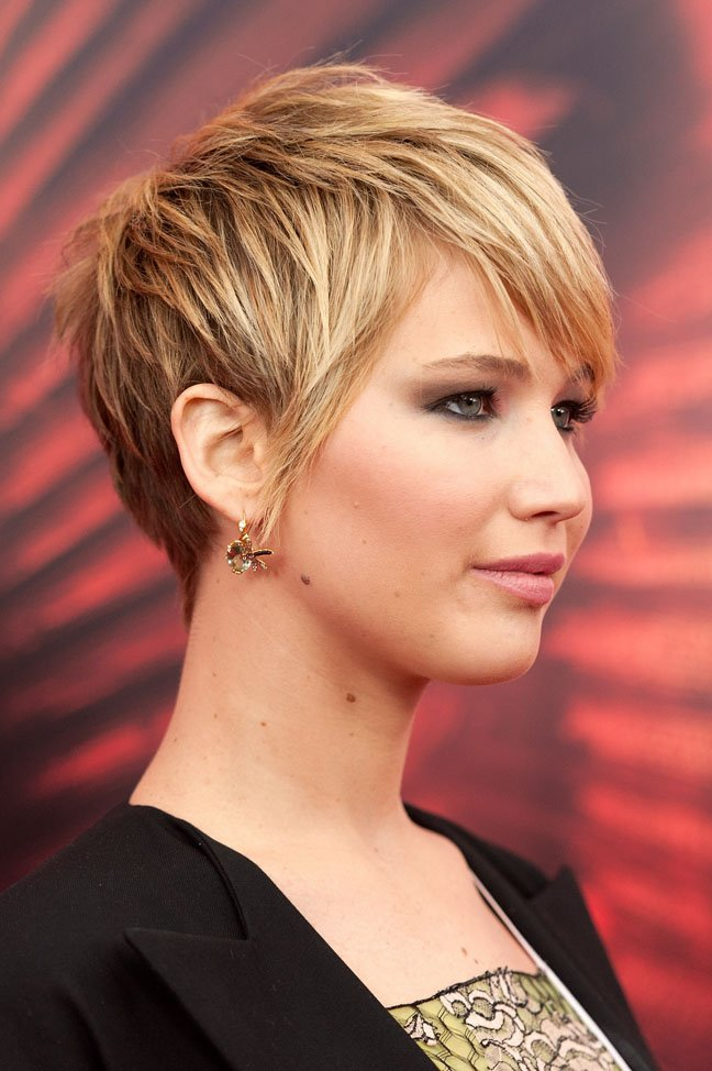 "Short Haircuts That Don't Scream ""Mom"""