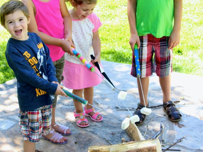 kids-roasting-marshmallows-by-the-fire-diy-art-project-paint-wood