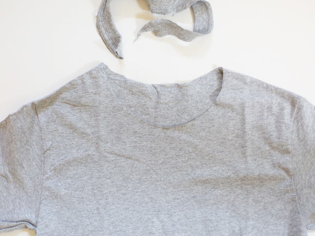 tee-with-collar-cut-off