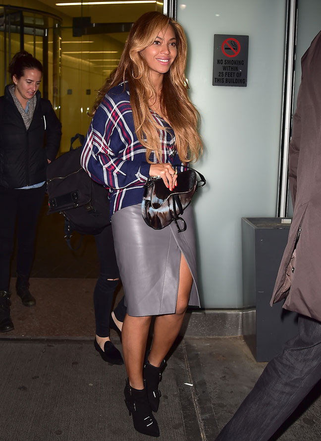 beyonce-in-plaid