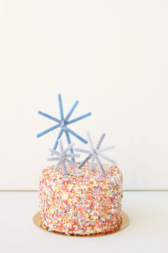 The Easiest New Year's Eve DIY Cake Toppers