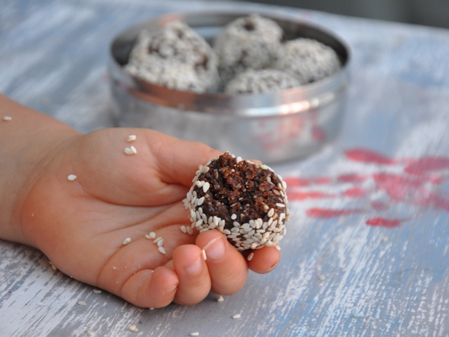 3 Power-packed nut-free bliss balls- CHOC BALLS