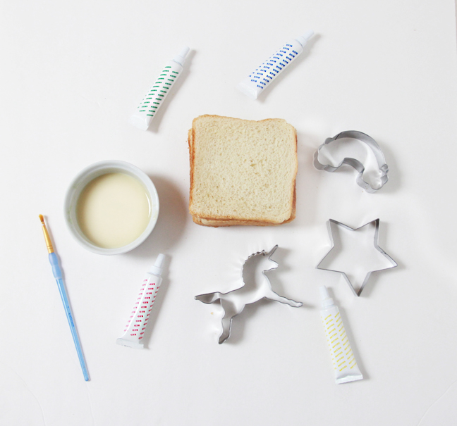 white bread cookie cutter dye
