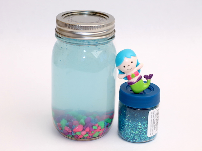 making a mason jar mermaid aquarium