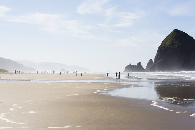 USA, Oregon, Cannon Beach, Haystack Rock, beach