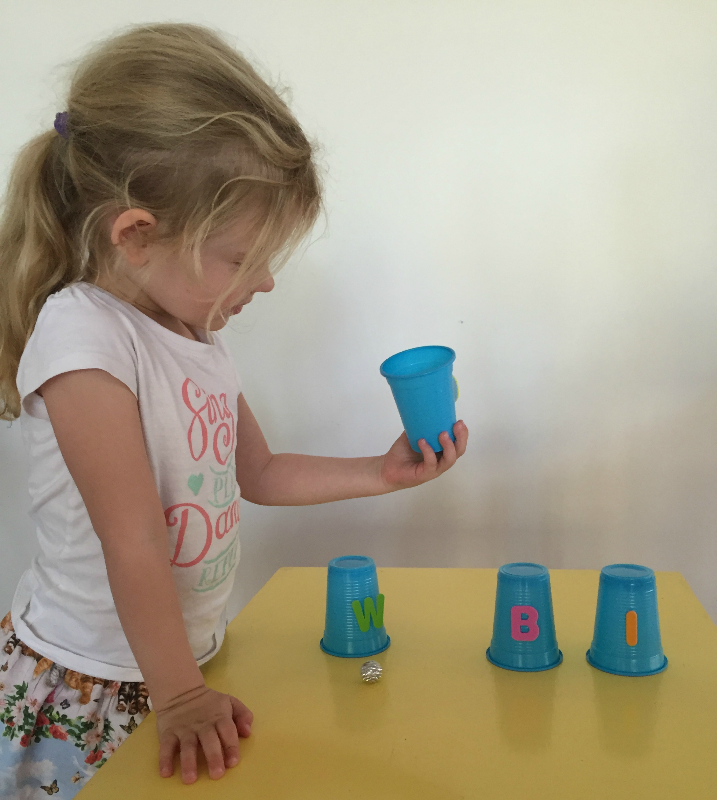alphabet-cup-game