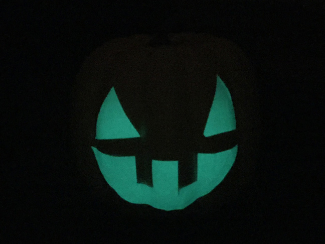 DIY_Glow_In_The_Dark_Pumpkin_3