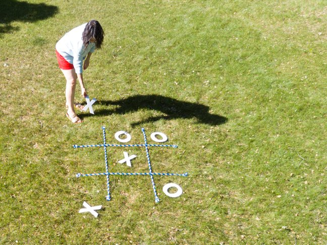 mom-playing-tic-tac-toe