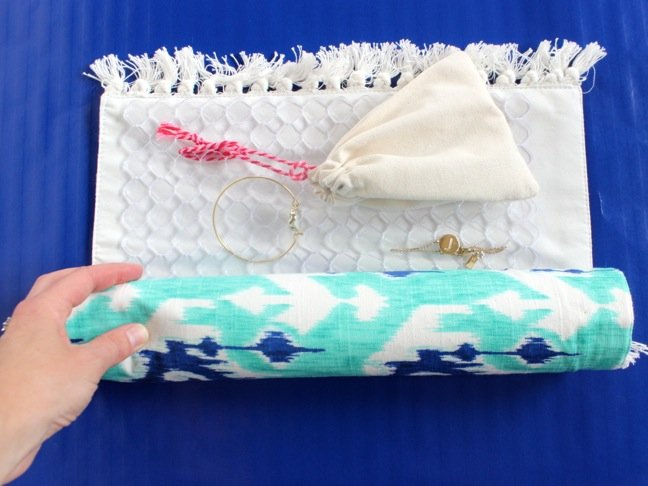 hand-rolling-a-diy-travel-jewelry-case-made-from-a-sink-mat-and-placemat
