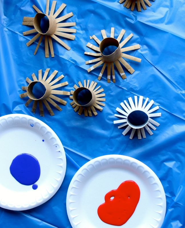 toilet-paper-rolls-paint-red-blue-fireworks-craft-project