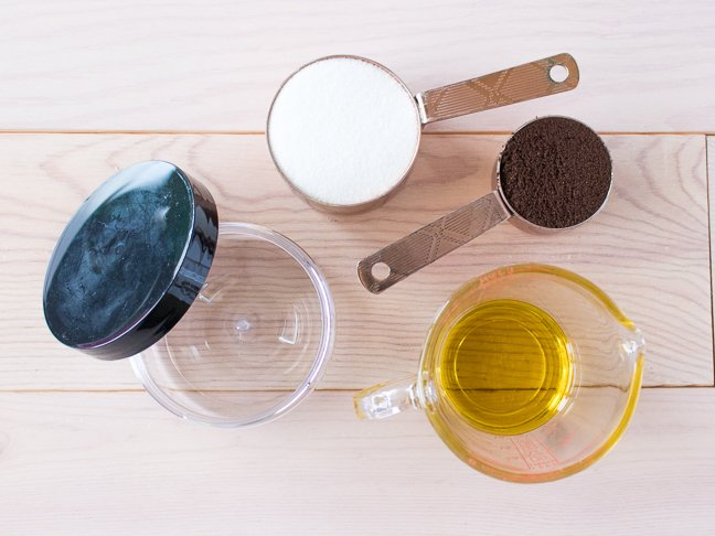 This DIY Espresso Sugar Scrub Reduces the Appearance of Cellulite