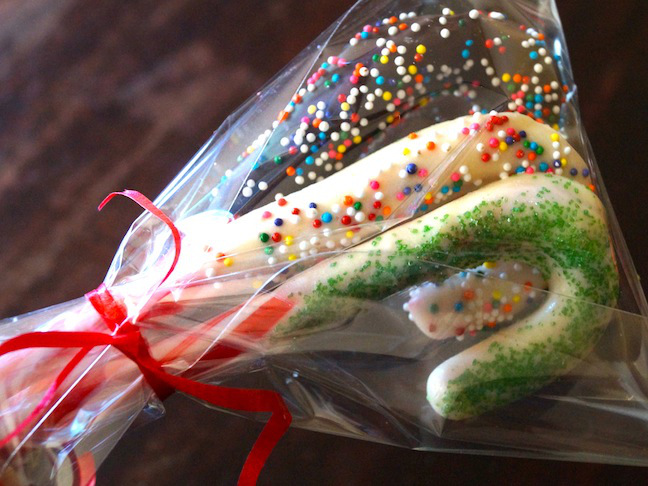 cellophane-red-ribbon-candy canes