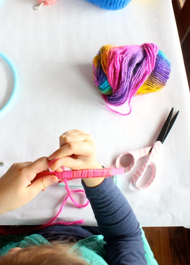 pink-yarn-craft-table-embroidery-hoop
