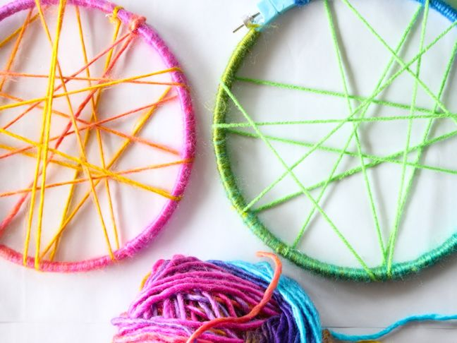 yarn-embroidery-hoop-diy-dream-catcher-green-pink