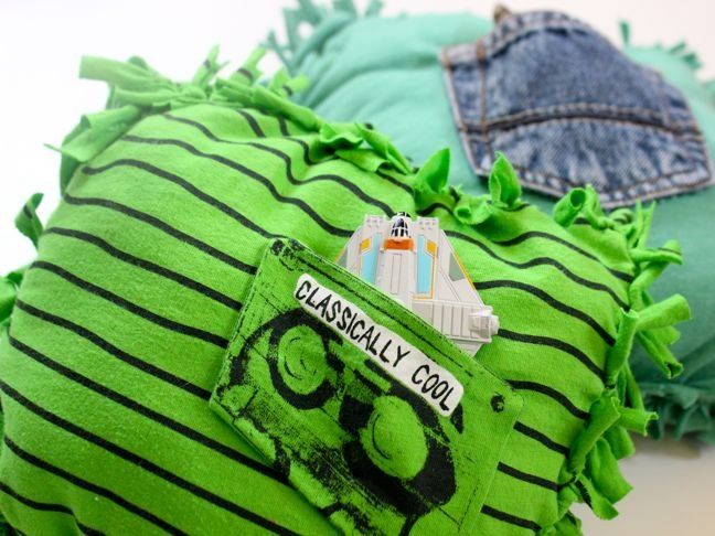 green-diy-pillows-with-black-stripes-and-a-pocket