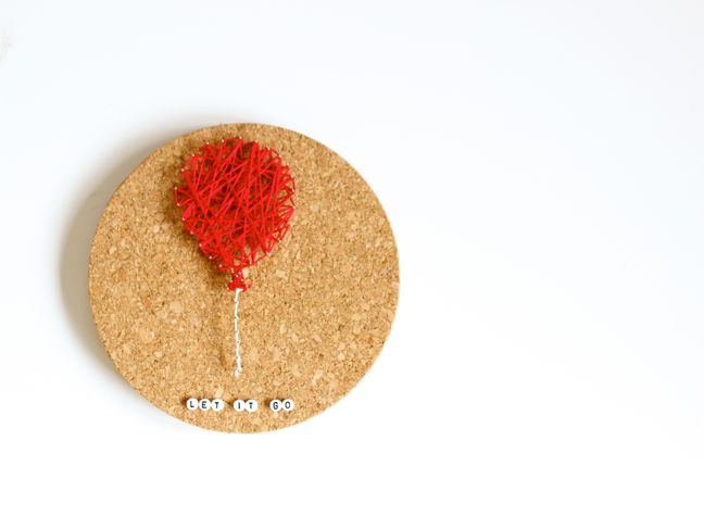 diy-string-art-red-balloon-on-a-round-cork