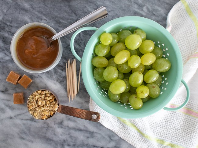 "These Easy Caramel ""Apple"" Grapes are Deliciously Deceiving"