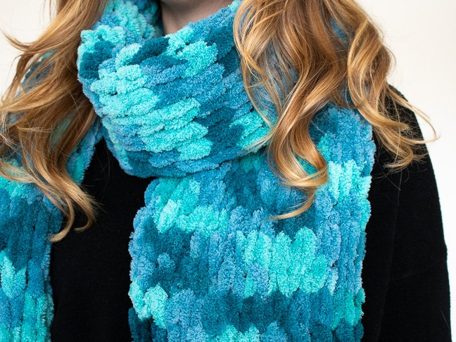 How to Finger Knit a Scarf in Less Than One Hour
