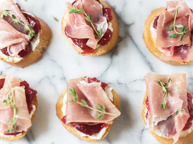11 Easy Thanksgiving Appetizers to Feed a Crowd