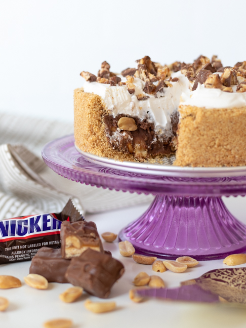 This Easy No-Bake Snickers Pie is Perfect for Summer Parties