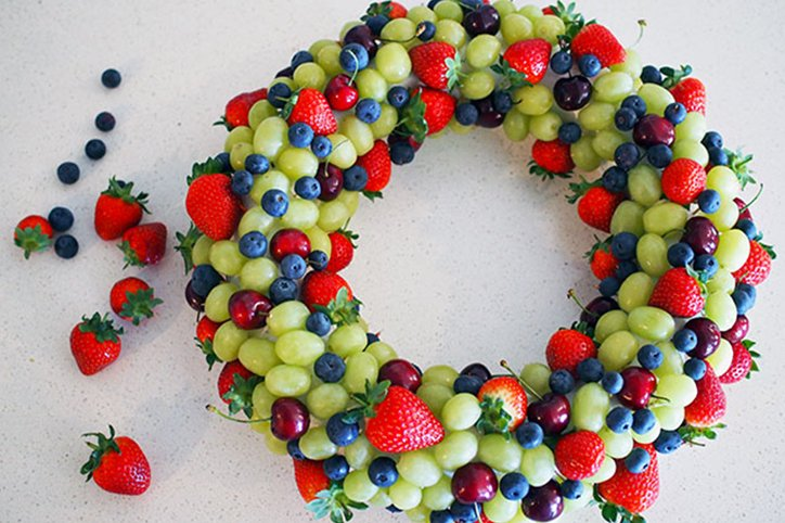 DIY An Edible Fruit Wreath For Christmas