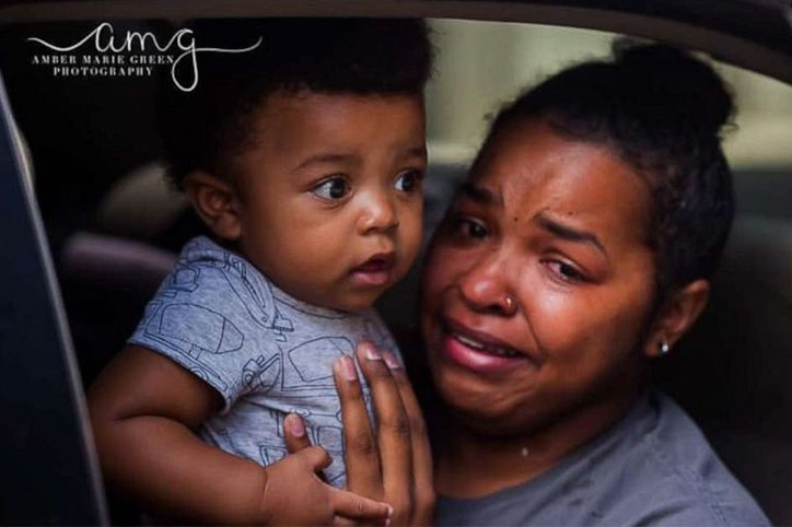 Viral Photo Shows a Mother and Her Baby Amid George Floyd Protests In Chicago