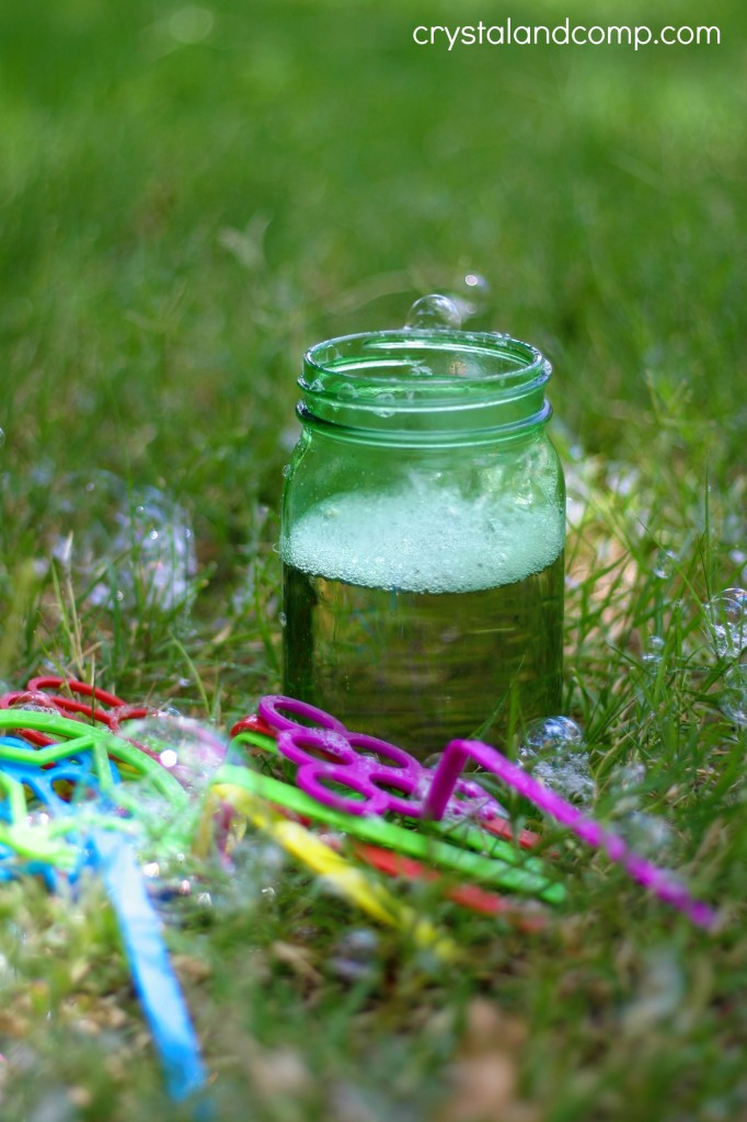 For the Kids: Homemade Bubbles in a Jar