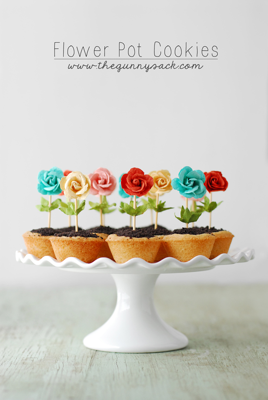 Decorate Mini Cookies With Flowers for a Delectable Garden