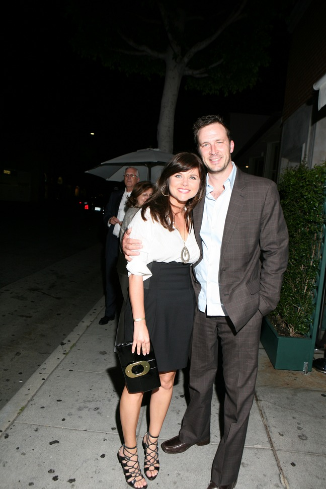 Tiffani Thiessen black skirt, white blouse, black clutch, black strappy high heels