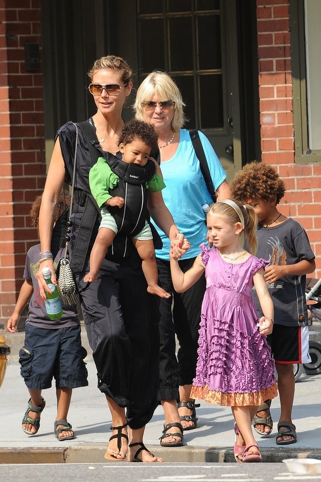 Heidi Klum Black Tshirt, Black Pants, Sunglasses, Black Sandals