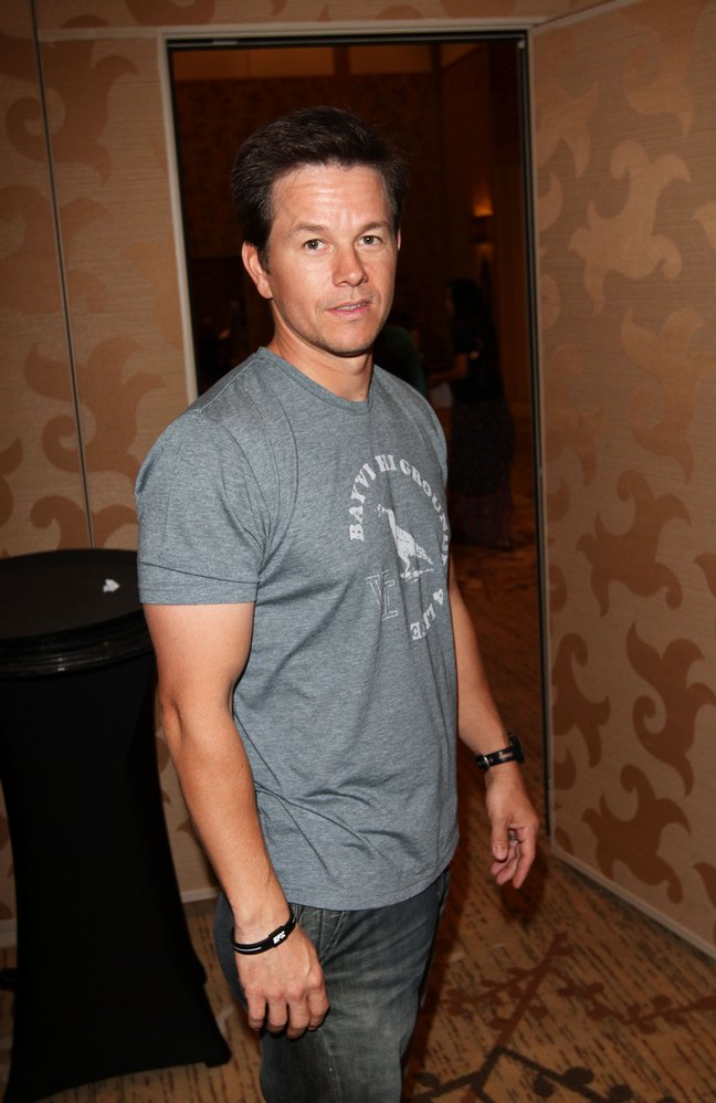 Mark Wahlberg, gray tshirt, watch, bracelet, jeans
