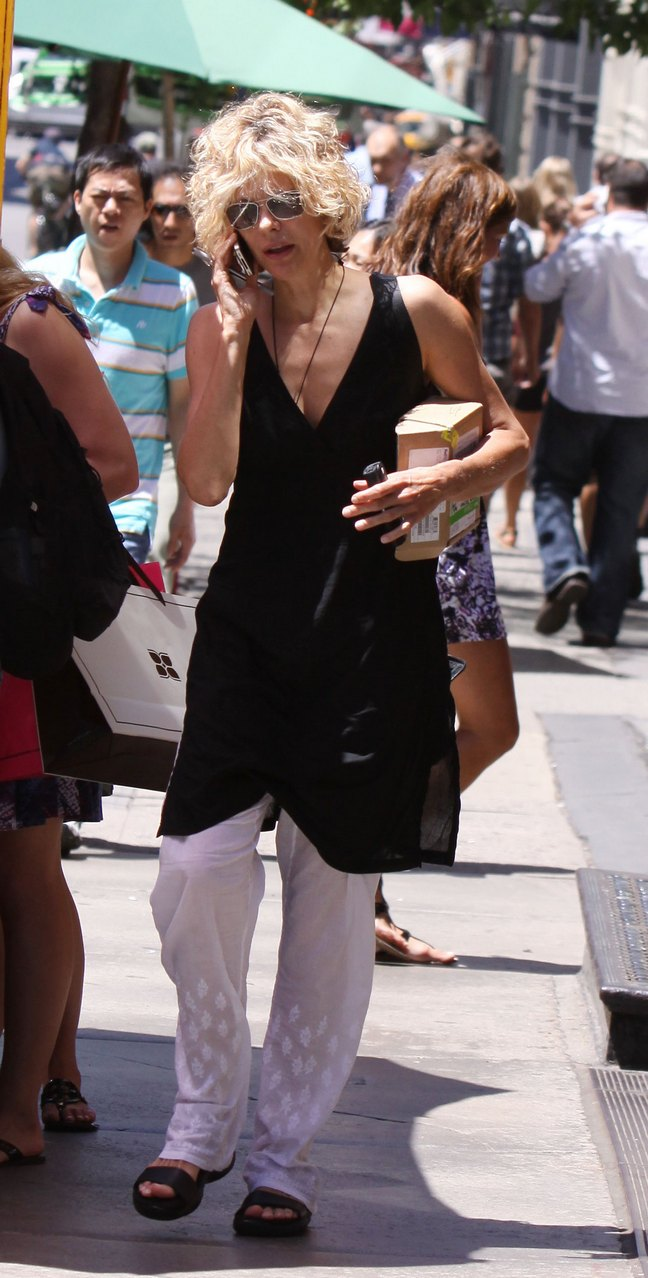 Meg Ryan, white cotton pants, black sleeveless tunic, mobile phone, sunglasses,black sandals