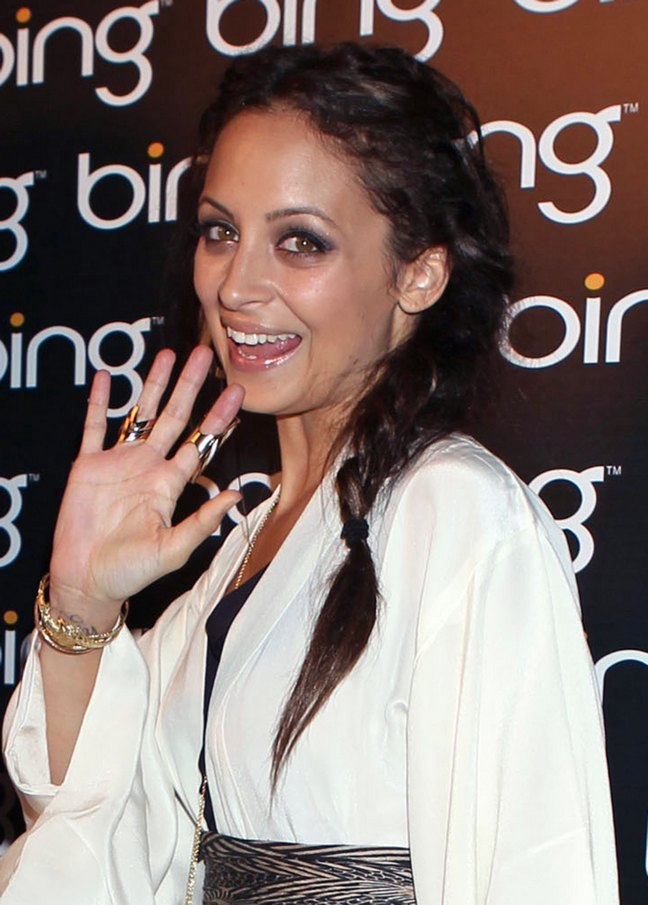 Nicole Richie, white dress, belt, braids, gold rings, bracelets