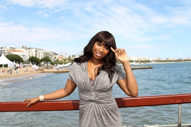 Jennifer Hudson, grey dress, bracelet