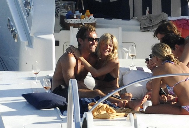 Jude Law, black swim trunks, sunglasses, Sienna Miller, black bikini, yacht