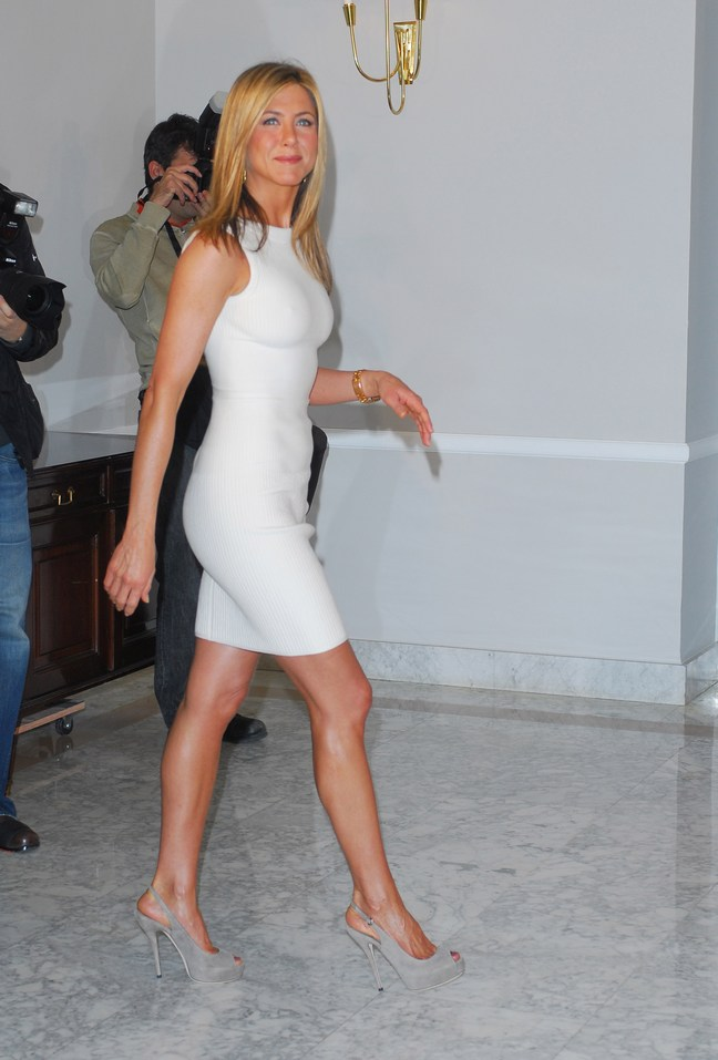 Jennifer Aniston, cream beige dress, gray slingback heels