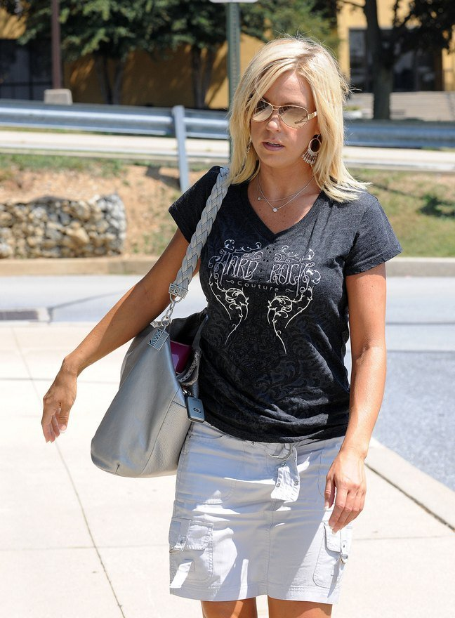 Kate Gosselin, white mini skirt, black form-fitting t-shirt, black high heels, sunglasses, silver tote bag, dangle earrings