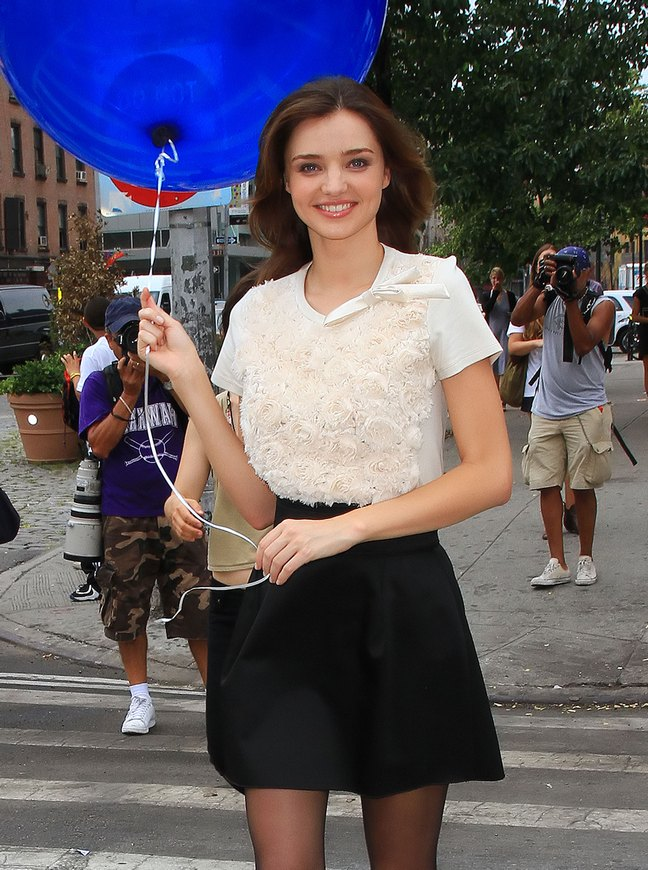Miranda Kerr, black skirt, white blouse, balloon,