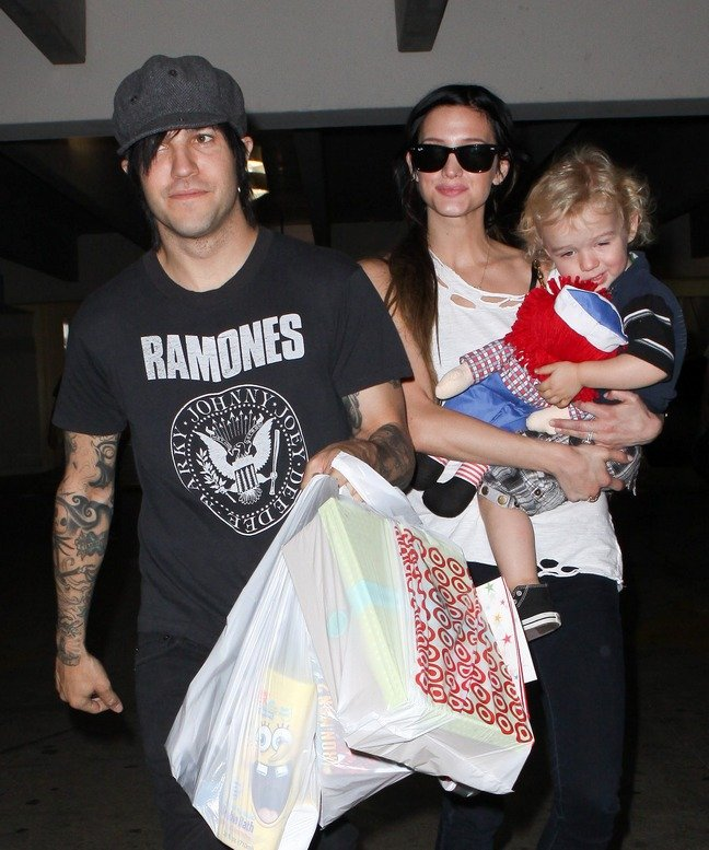 Ashlee Simpson, white tank top, sunglasses, black jeans, Pete Wentz, black jeans, black tshirt, gray hat, Bronx