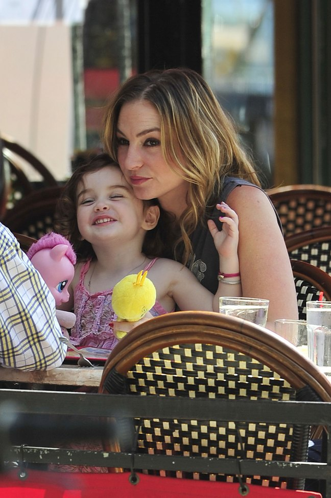 Drea de Matteo, Alabama Gypsyrose Jennings, gray tshirt, lunch, pink top, bracelets