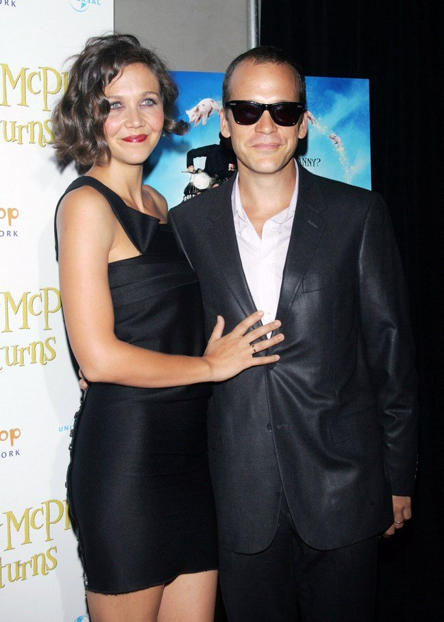 Maggie Gyllenhaal, black dress, Peter Sarsgard, black suit, sunglasses