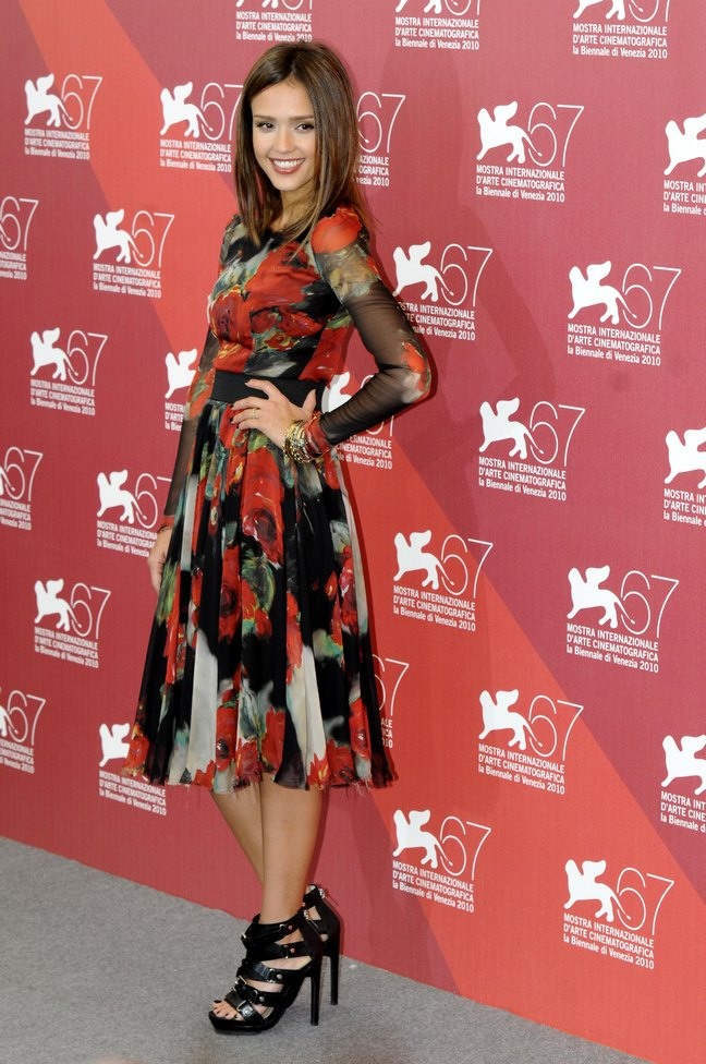Jessica Alba, Dolce and Gabbana cocktail dress, floral print dress, black strappy shoes, black high heels