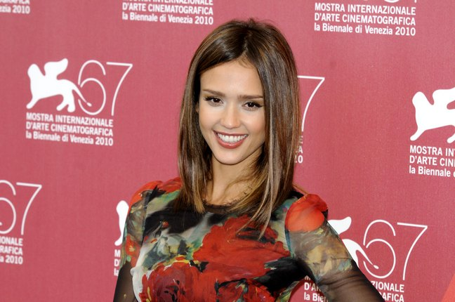 Jessica Alba, floral print dress, Machete Premiere, black strappy heels, dolce and gabbana, cocktail dress, ferragamo shoes