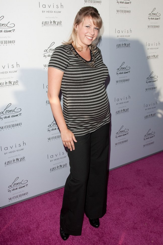 Jodie Sweetin, maternity top, black and gray striped top, black slacks, black pants